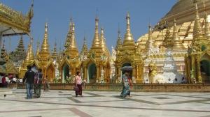 Shwedagon Pagoda u Yangonu - definitivno prekrasno mjesto. Moje fotke ga nazalost ne mogu dočarat  al jbg
