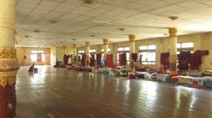 Škola a redivnike - ogromno zdanje, u lošem stanju