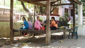 Djevojčice u ženskom samostanu - genijalno mjesto, za naše uvjete i životne navike  nezamislivi