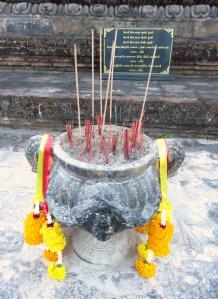 Ovak nešto bude pred svakim kipom Bude