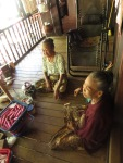 Mon kultura, sušenje riže, Bilu otok , blizu Mawlamyaina, Mijanmar