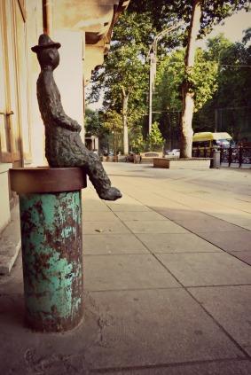 Ovakvi kipići su po cijeloj glavnoj ulici...