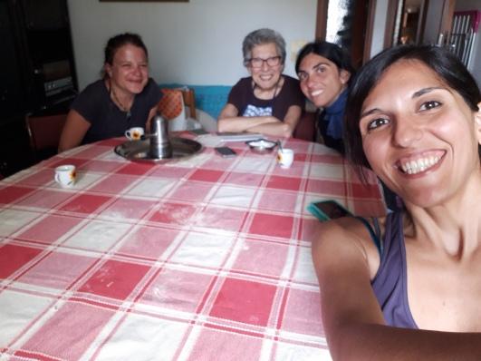 Za vrijeme rucka sam bila prezauzeta da bi fotkala - Paula, Valentinina mama; sestra Laura i Vale